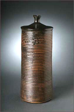 ribbed cylinder with lid